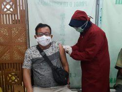 Tinjau Vaksinasi di Cilacap, Panglima TNI: Terus Gelorakan Penggunaan Masker