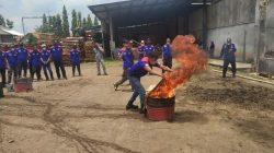 Karyawan Pabrik Kayu Harus Bisa Padamkan Api