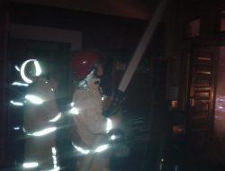 2 Manula Terjebak Api Saat Rumah Terbakar Berhasil  Diselamatkan Tetangga