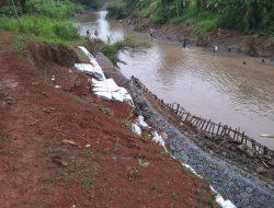 Baru Sebulan, Turap Ambruk Usai Diguyur Hujan